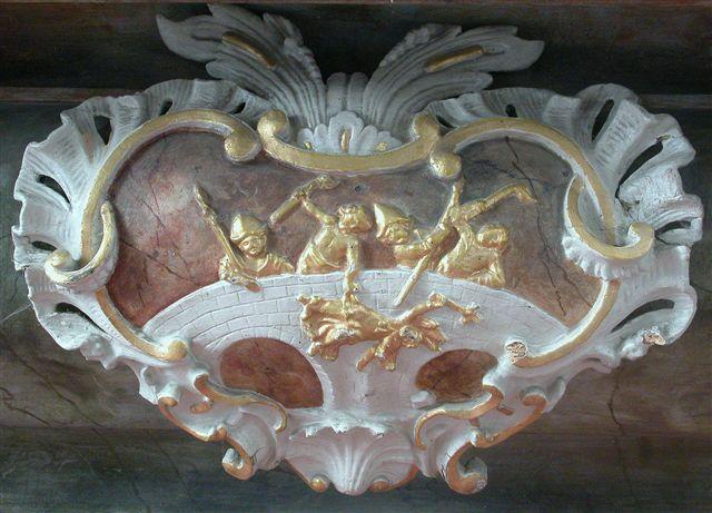 Reliéf Smrti sv. Jana Nepomuckého na menze původního oltáře, kol. r.1745