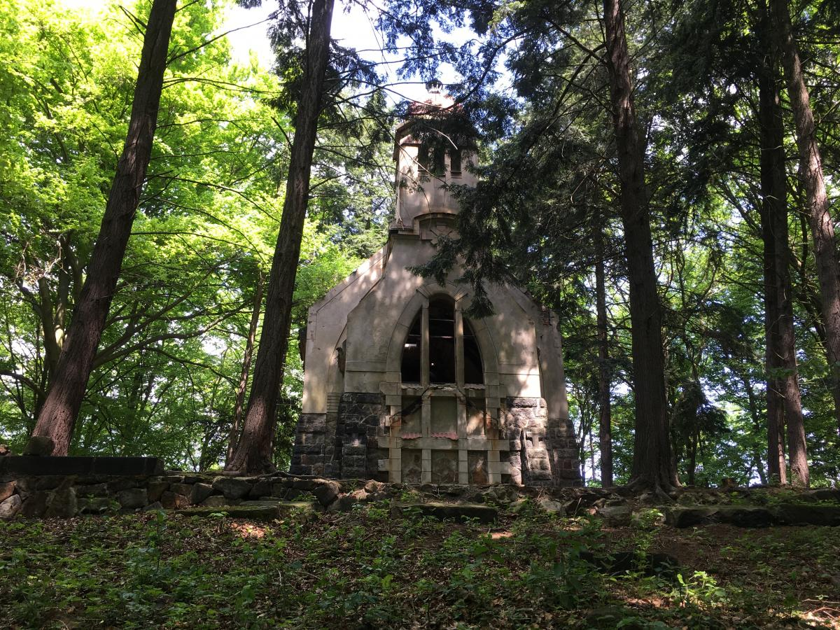 Libouchec, Kaple rodiny Botschen - Noc kostel