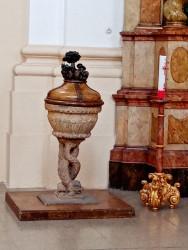 Kostel Povýšení sv. Kříže / křtitelnice