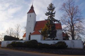 Kostel od JV / Pohled na kostel Narození sv.Jana Křtitele od jihovýchodu, od obecního úřadu, březen 2018.