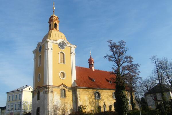 Kolín V, kostel sv. Víta, Zálabí, 2012 na web.jpg
