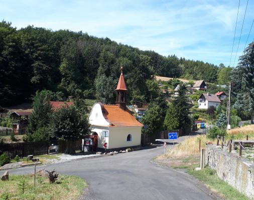 kaple v létě