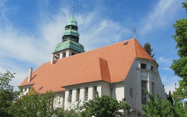 Evangelický kostel v Roudnici nad Labem / pohled na evangelický kostel z ul. alej 17.listopadu / Autor fotografie: R. Rosický
