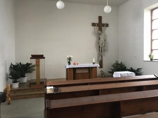 Interiér 1 / Pohled na kněžiště