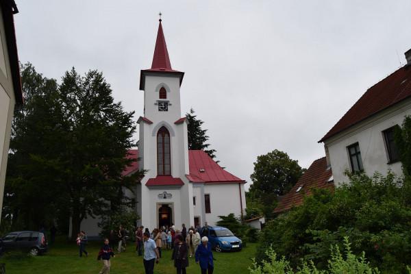Kostel ČCE v Moravči / Původně toleranční modlitebna z roku 1785 byla doplněna o věž v 2. pol. 19. stol.