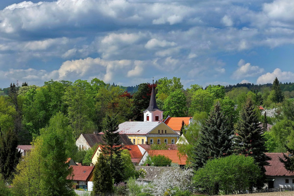Kostel z dálky / Kostel z dálky / Autor fotografie: Václav Kabíček