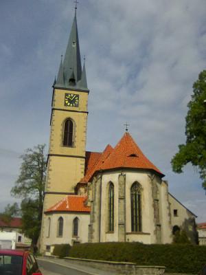 Děkanský kostel sv. Petra a Pavla v Ledči nad Sáz.