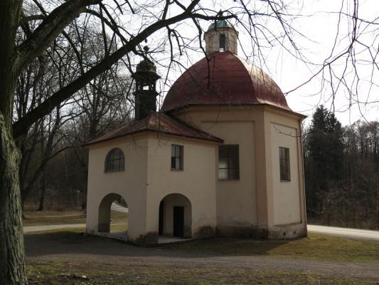 kaple sv. Vojtěcha  Nebílovský Borek / exteriér kaple
