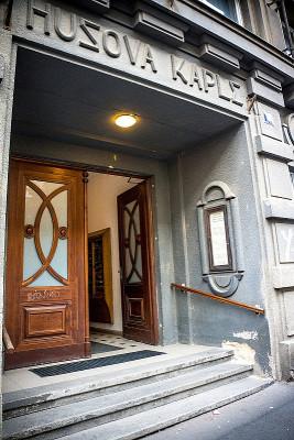 Vchod z ulice U pošty