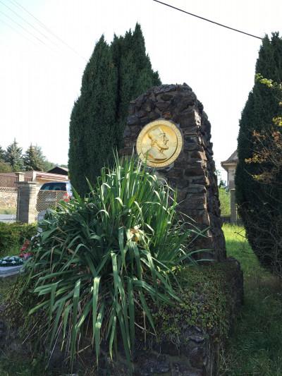 Pomník Mistra Jana Husa na zahradě kostela