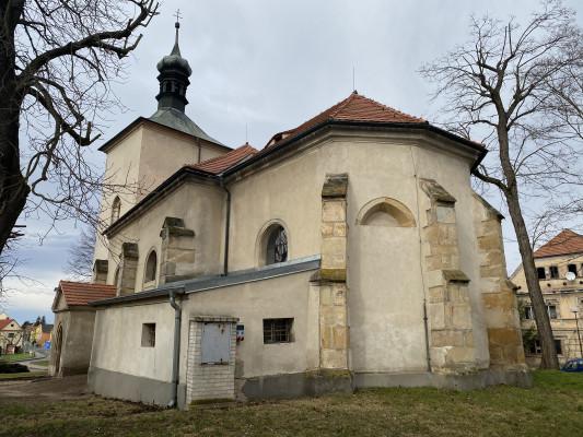 Křešice kostel sv. Matouše  (pohled zezadu)