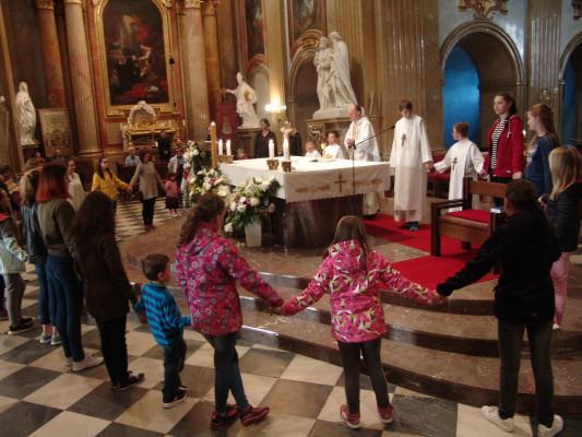 Mše svatá  / Mše svatá je určena zvláště dětem a jejich rodičům