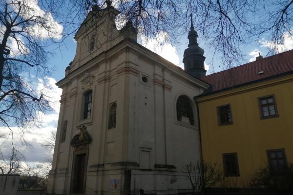 2019 Tuchoměřice - kostel sv. Víta (1) web.jpg