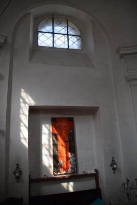 Kaple 6 / Interiér - boční stěna