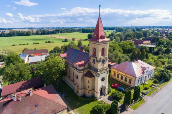 Semonice kostel / z ptačí perspektivy