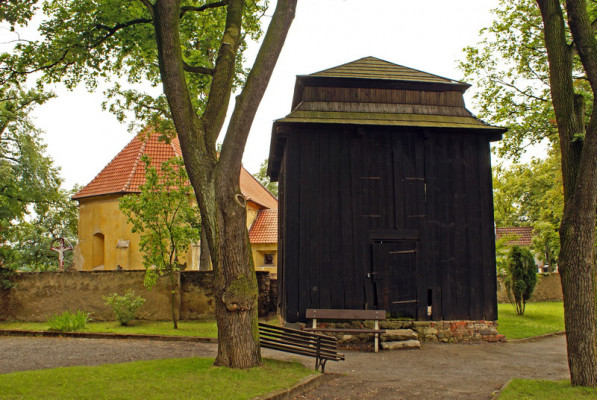 Kostel a zvonice