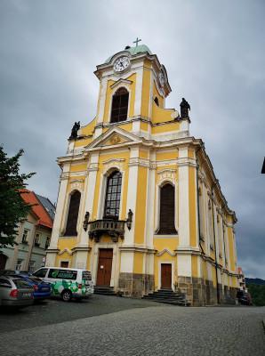 Kostel sv. Petra a sv. Pavla / Kostel byl dostaven roku 1772 Jezuity z Liběšic. Je kulturní památkou ČR.