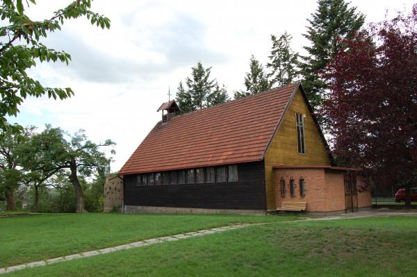 Kostel sv. Františka z Assisi v Krči, Praha 4 / Pohled z farní zahrady