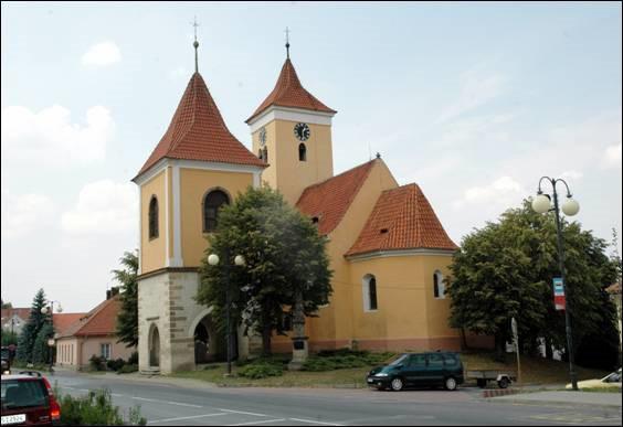 Nehvizdy, kostel sv. Václava.jpg