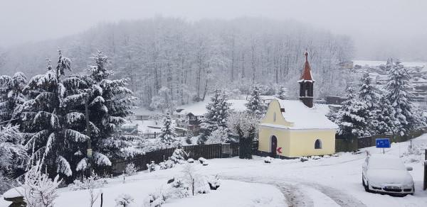 kaple v zimě