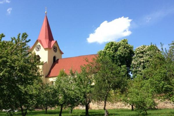 Hostivice, kostel sv. Jakuba staršího.jpg