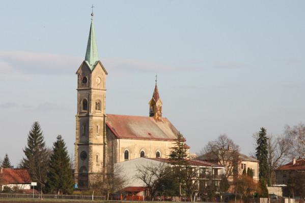 Dvory-Veleliby, kostel sv. Václava.JPG