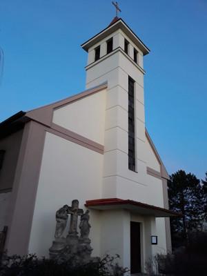 kostel ve Velkém Oseku / Opravená fasáda podzim 2020