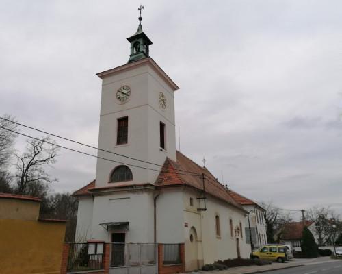 Veltrusy, kostel Narození sv. Jana Křtitele / pohled na kostel