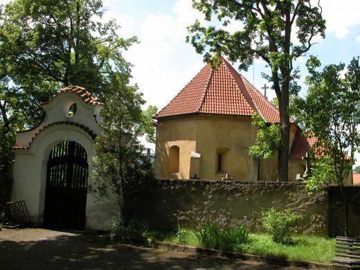 Vstupní barokní brána
