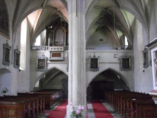 kostel sv. Petra a Pavla / Vnitřek
