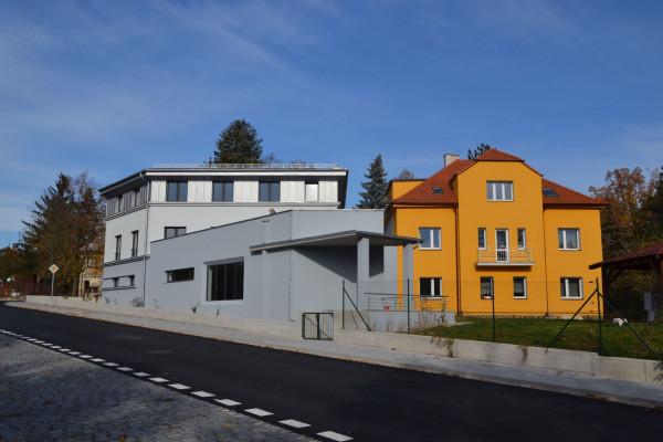 Budova evangelického sboru ČCE v Přešticích / Původní a nová budova