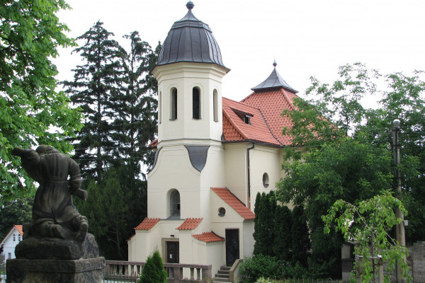 Černošice, kostel Nanebevzetí Panny Marie, web.jpg