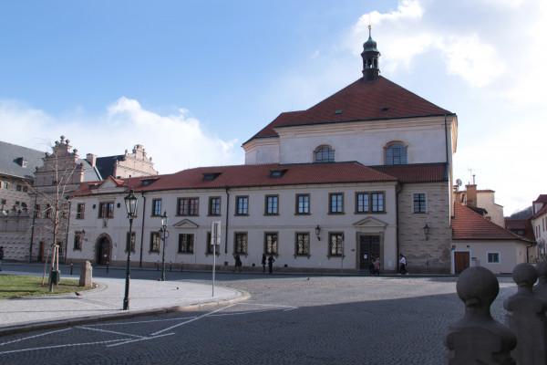 Kostel sv. Benedikta a vstup do Kláštera