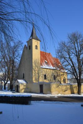 kostel Všech Svatých, Praha-Slivenec - v zimě / Autor fotografie: Petra Siganová