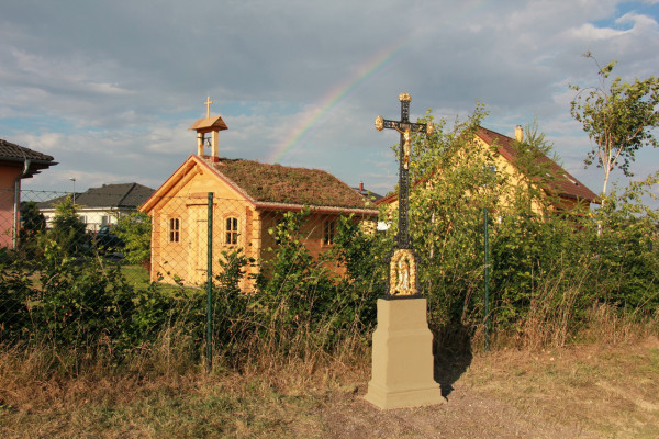 Kaplička sv. Klimenta Ochridského a nový křížek / Autor fotografie: Eduard Kejnovský
