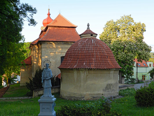 Kostel sv. Mikuláše Jince + kaple / Autor fotografie: Jitka Kadeřábková