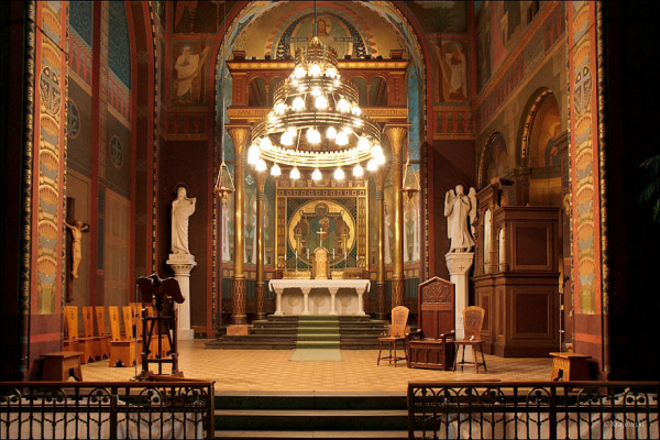 Interiér do kostela / Kostel a klášter sv. Gabriela