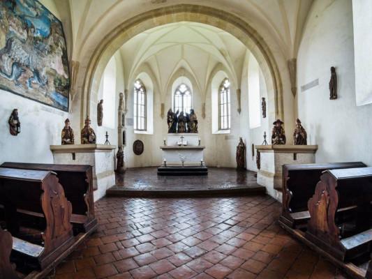 Hradní kaple ve Švihově / Pohled do interiéru hradní kaple Nanebevzetí Panny Marie na švihovském hradě