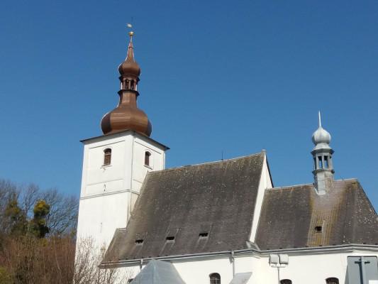 Kostel sv. Valentina Bravantice / Kostel má svatozář