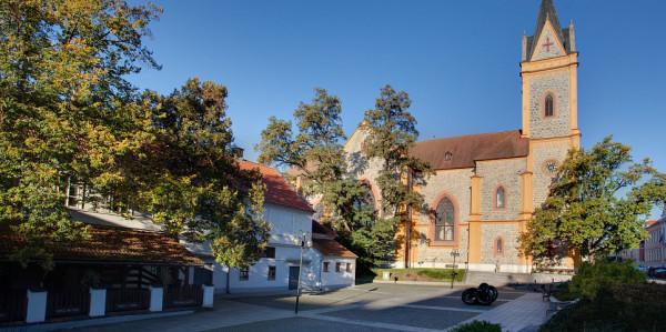 Kostel sv. Jana Nepomuckého na Hluboké