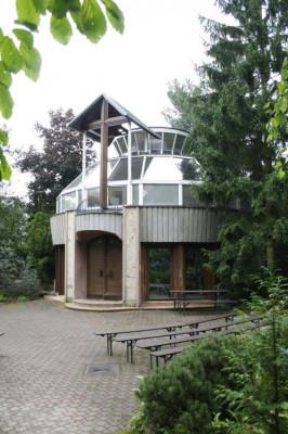 Plzeň-Doudlevce, kaple sv. Maxmiliána Kolbe, Památník obětem zla
