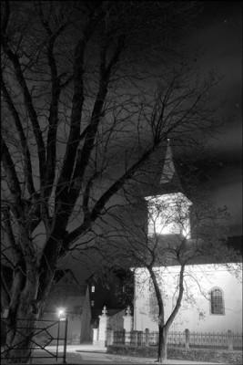 Modlany, kostel sv. Apolináře