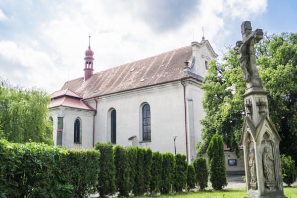 Sezemice, kostel Nejsvětější Trojice