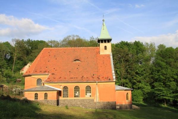 Malečov-Čeřeniště, kostel Panny Marie Pomocnice křesťanů