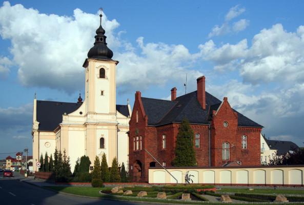 Píšť, kostel sv. Vavřince a Mariánské poutní místo Panny Marie Częstochovské