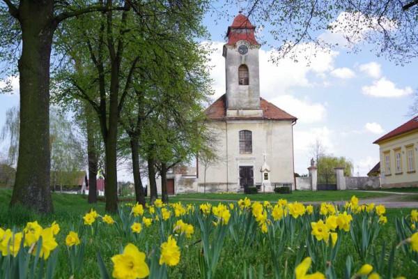 Kostelní Lhota, kostel Nanebevzetí Panny Marie