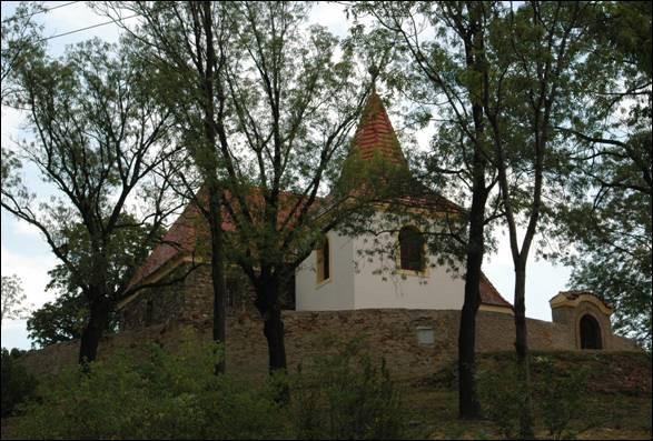 Mochov, kostel sv. Bartoloměje.jpg