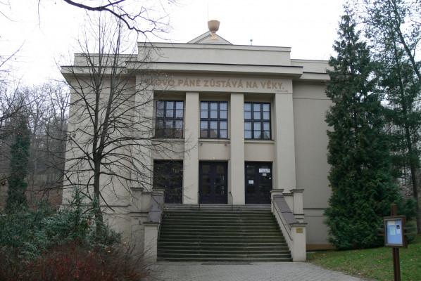 ČCE Praha 5 - Smíchov - kostel exteriér.JPG